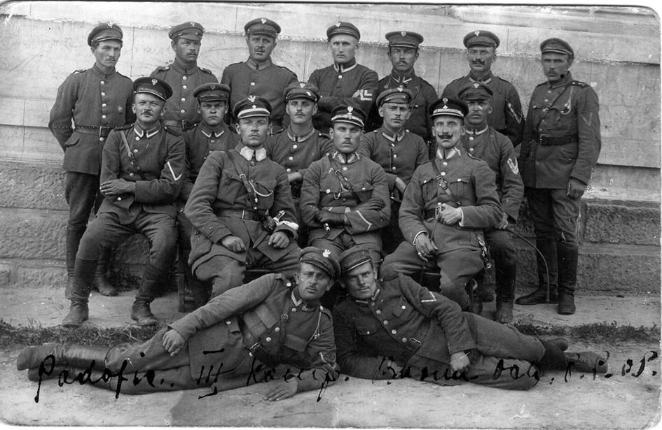Stołpce, 1921. Grupa podoficerów 3. Kompanii Batalionu Ochrony Granicy. W środku siedzi kpt. Adam Pankiewicz.